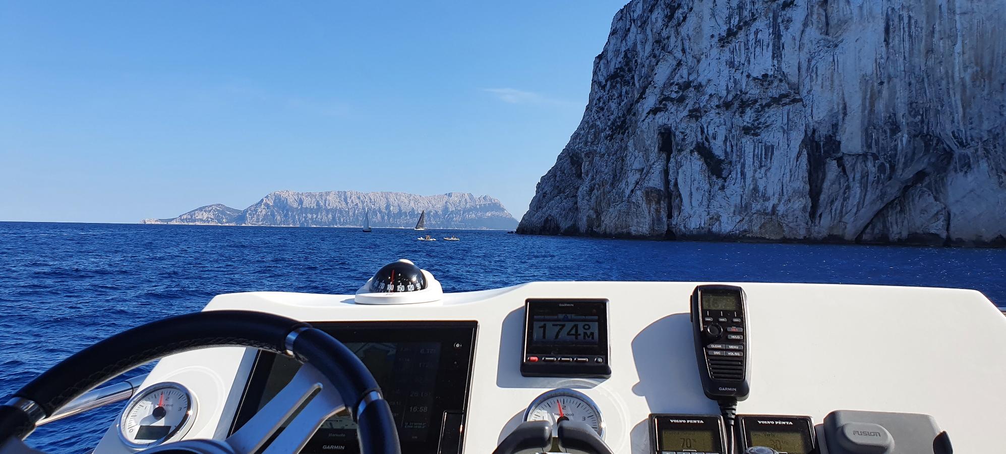 Motoryachttörns rund um Sardinien - my NAIMA
